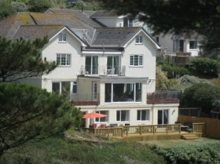Thorncliff is a considerable house in Mawgan Porth
